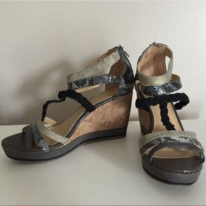 Ny&Co Gray & black wedges